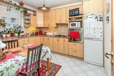 Pronájem bytu 2+1 s vlastní zahrádkou 225 m2 a park.místem v Kuřimi, Ev.č.: 000833