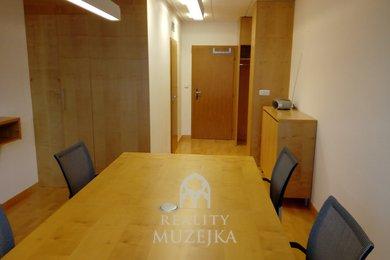 Prodej kanceláře s vlastní kuchyňkou a WC u centra Brna, Ev.č.: 000875