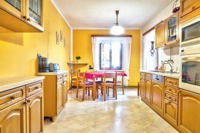 Činžovní dům na prodej v centru města Třebíč | byty, kanceláře, prodejna, sklad, garáže, Ev.č.: 00246
