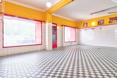 Prodejna s klimatizací a výlohami v centru města Třebíč | prodejna, sklad, výrobní prostory, vinárna, Ev.č.: 00247