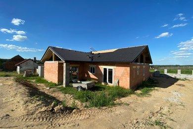 Prodej, rodinný dům 5+kk, obec Ledce, okr. Kladno, Ev.č.: 00126
