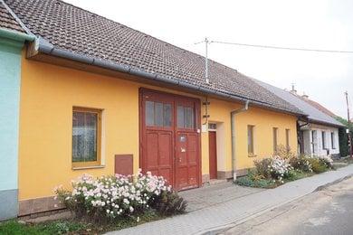 Prodej RD s průjezdem, šíře domu 17m, CP pozemků 849m2, obec Přibice, okres Brno - venkov, Ev.č.: 00168