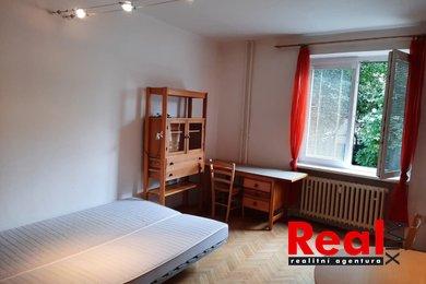 Pronájem, byt 1+kk, CP 22m2 + bezpečný sklep 3m2, ul. Plojharova, Praha - Břevnov, Ev.č.: 827-1