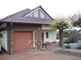 Prostorný rodinný dům 6+1 s poz. 828 m2 - Beroun - Město