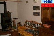 N23883_Obývací místnost s krbovými kamny.jpg