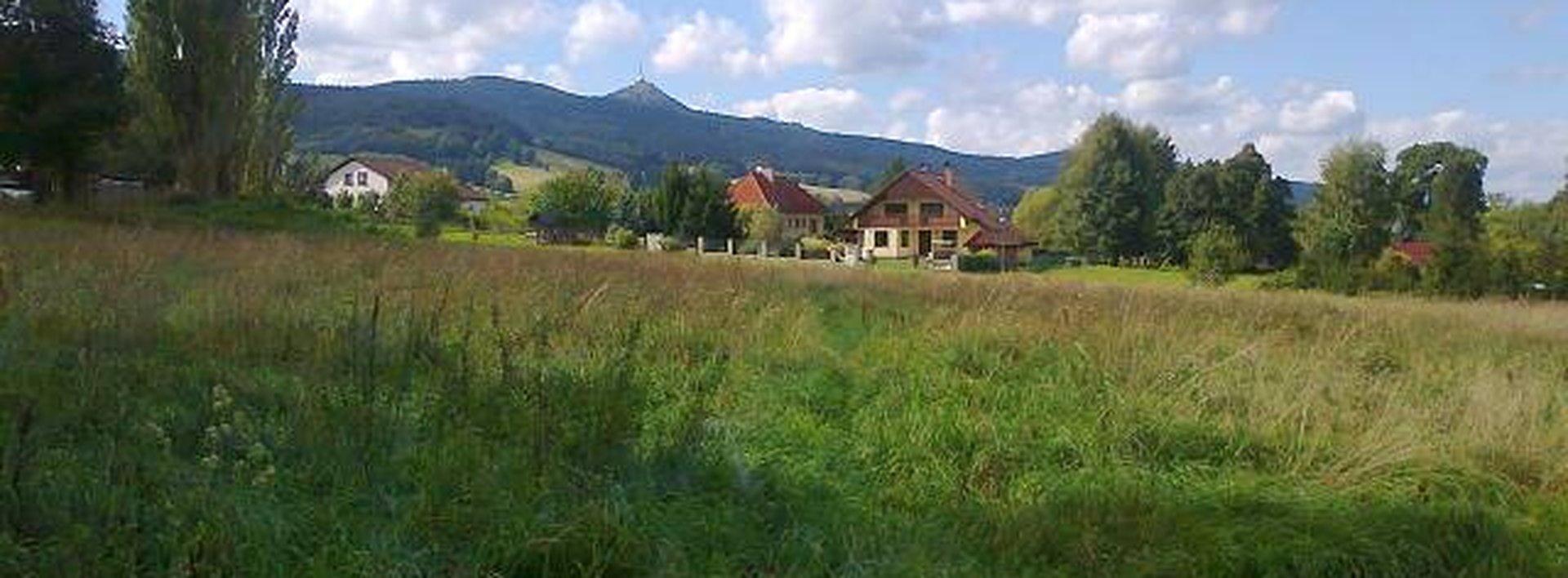 Rovinatá parcela k bydlení pod Ještědem, Ev.č.: N46546