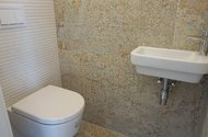 N49073_toaleta
