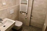 N49082_koupelna se sprch. koutem a wc