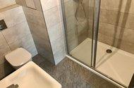 N49090_koupelna u ložnice