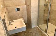 N49090_koupelna s WC a sprchovým koutem
