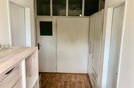 N49090_chodba a vstupy do ložnic a koupelny