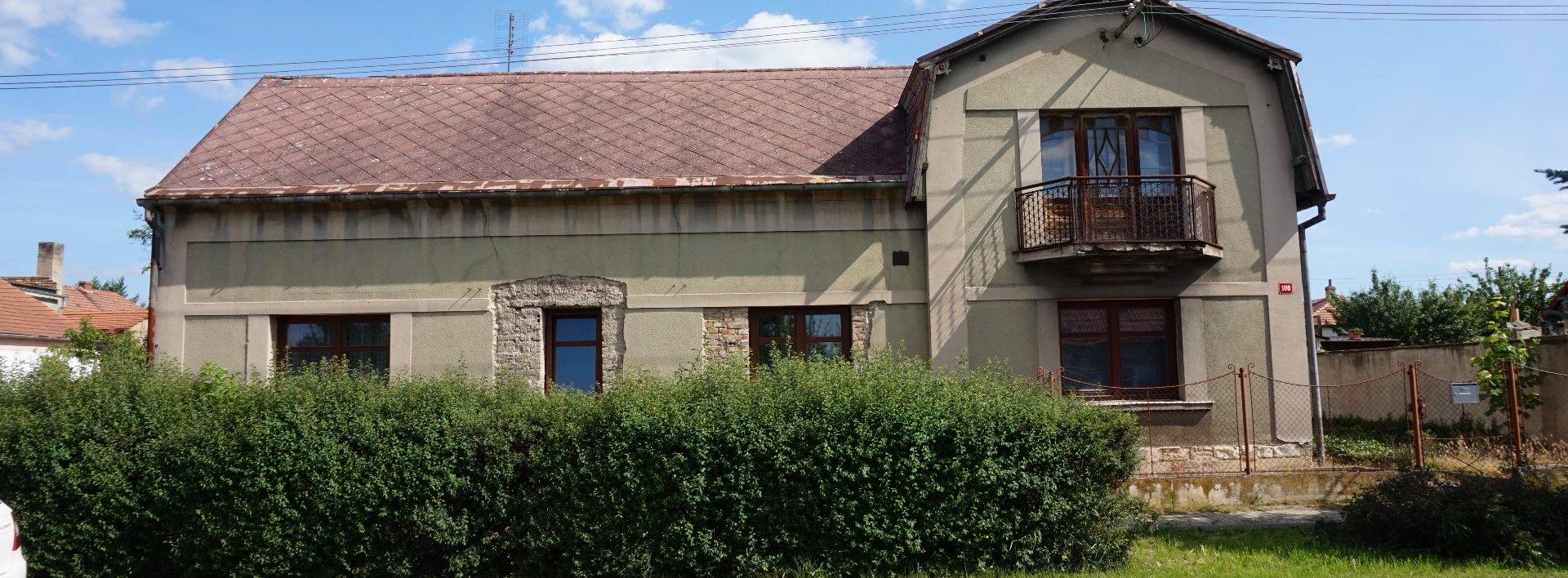 Prodej, Rodinný dům se zahradou, garáží a dvorem, 761 m2, středisková obec Koštice., Ev.č.: N49094