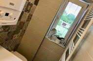 N49164_koupelna výhled do dvora