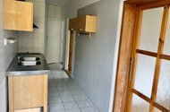 N49187_z jídelního koutu do kuchyně