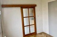 N49187_pokoj vchod do kuchyně