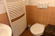 N49193_WC s koupelnou