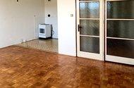 N49220_kuchyně_z obývacího pokoje