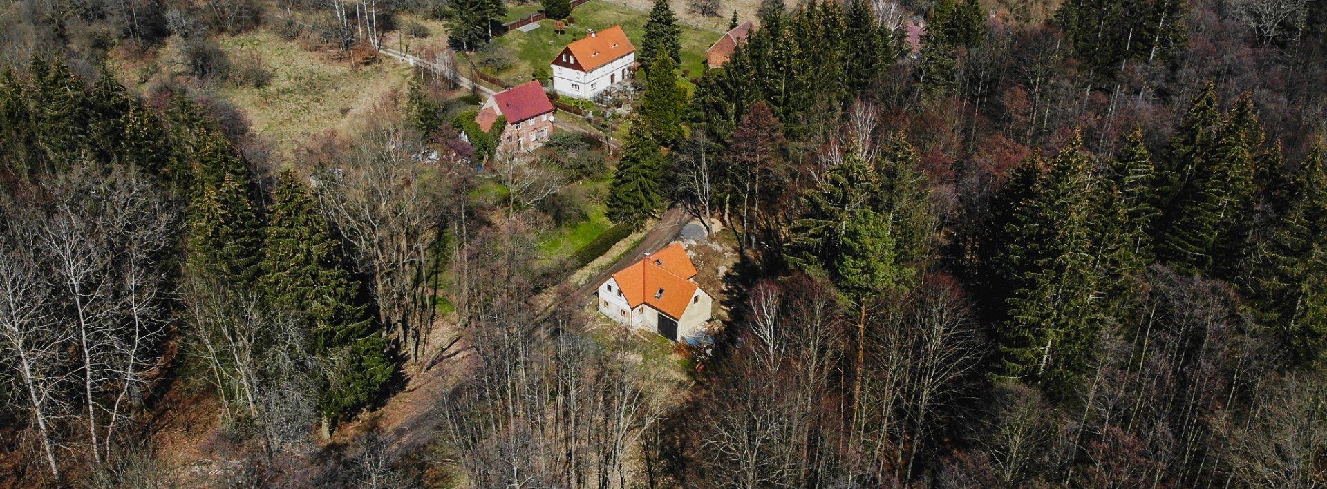 Venkovský dům s potokem, na okraji lesa, Ev.č.: N49344
