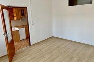 N49353_pokoj za kuchyní se světlíkem do malého pokoje