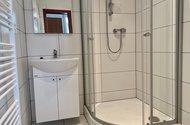 N49353_koupelna se sprchovým koutem