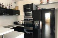 N48663_kuchyňský kout s americkou lednicí