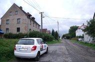 Dům + okolí