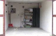 garáž uvnitř