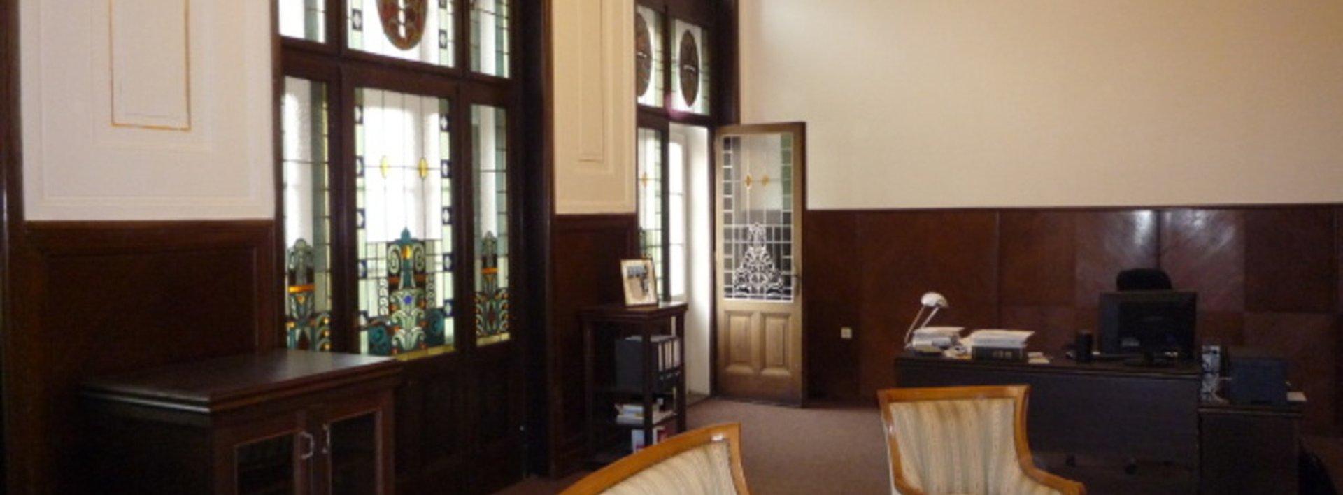 Pronájem,  kanceláře, cca 72 m2,  v samém centru Teplic v bývalé budově České spořitelny., Ev.č.: 46087-3