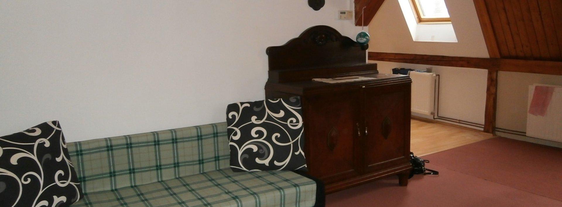 Pronájem, atraktivní podkrovní byt 2+kk , 69 m2. OV, klidná část JBC., Ev.č.: N46561