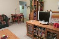 N46572_ pokoj s kuchyni