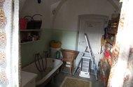 N46634_prádelna,WC vstup do ložnice