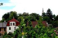 N46848_pohled z okna na kostel