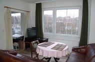 Obývací pokoj + vstup do kuchyně