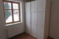 N47061_pokoj 3 šatní skříň