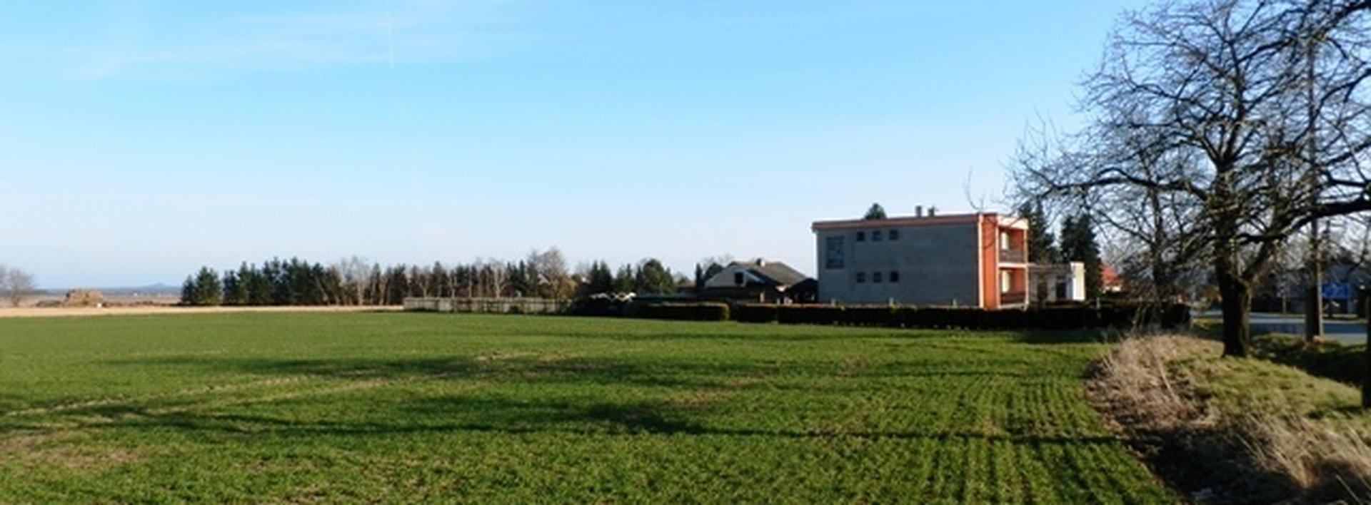 Prodej rovinatého pozemku v Kasalicích, 1931m², Ev.č.: N47116