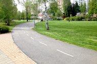N47164_cyklosteka v parku