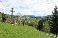 Výhled z pozemku na Krkonoše.