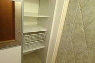 N47749_šatní skříň v chodbě