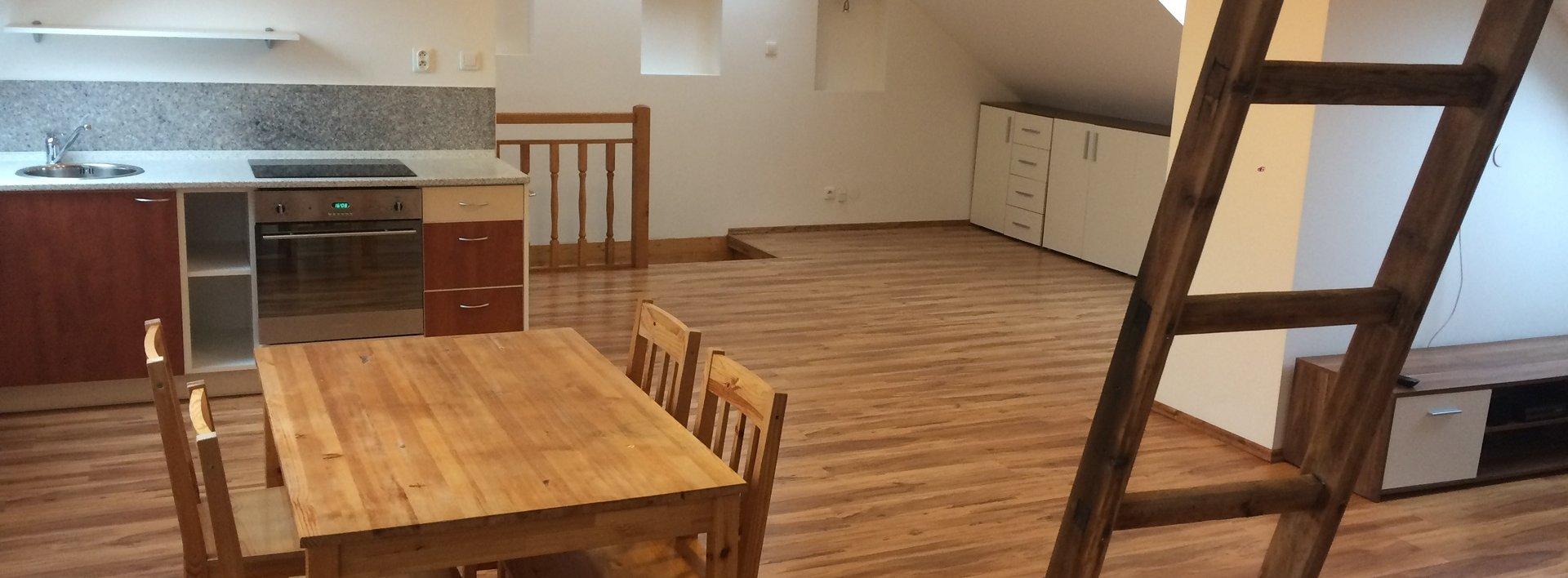 Pronájem zařízeného atypického bytu, 77 m² s parkováním a zahradou - Liberec, Nové Město, Rámový Vršek, Ev.č.: N49360