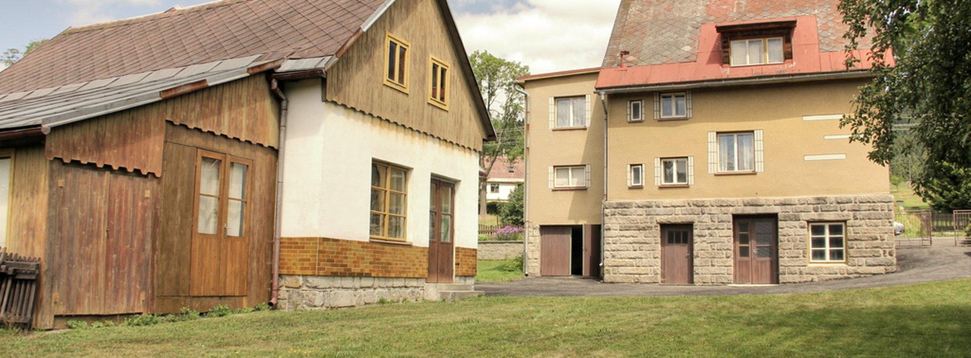 Prodej vily o velikosti 268 m² a samostatně stojícího objektu k podnikání v rezidenční čtvrti, Ev.č.: N47355