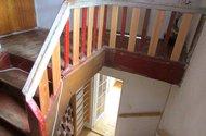 N47395_schodiště v patře