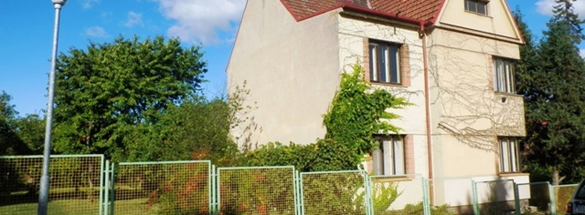 Prvorepubliková vila v klidné ulici města Přelouče, 1541 m², Ev.č.: N47461