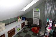 N47491_koupelna a wc v patře