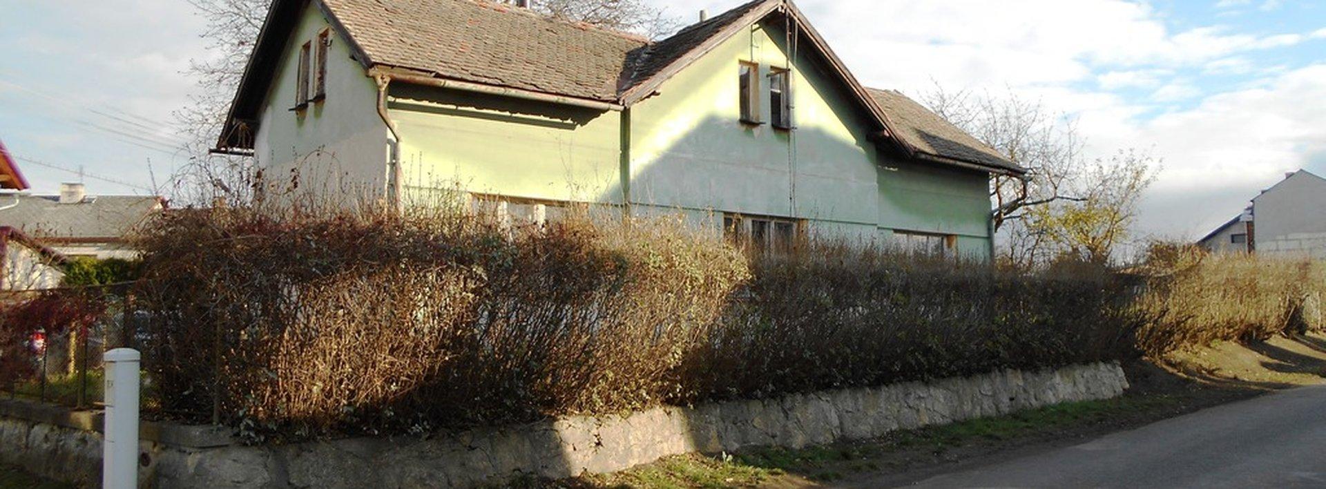 Prodej pozemku s rodinným domem k rekonstrukci v okrese Mladá Boleslav, Ev.č.: N47501