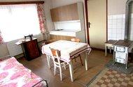 N47568_Kuchyn dole vstup do ložnice
