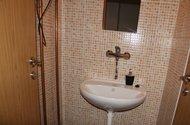 N47580_2NP_2kk_příslušenství toalety