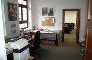 Prostřední kancelář