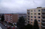 Výhled z okna do okolí ..v pozadí je přehrada