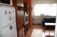 Pohled z chodby do obývacího pokoje