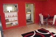 obývací pokoj pohled do kuchyně